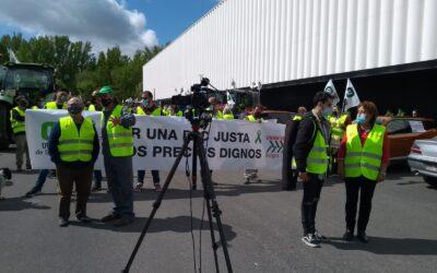 UCCL Burgos concentra más de 80 tractores y un centenar de coches inundan las calles de la capital