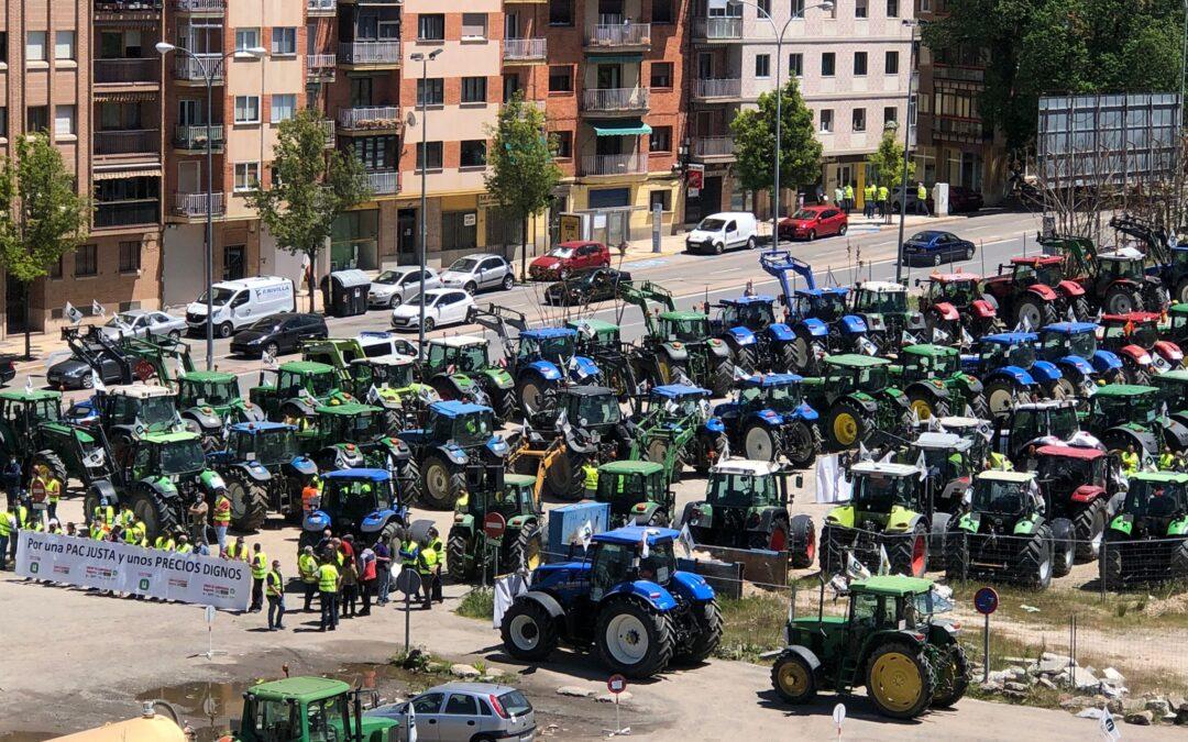 Cien tractores inundan las calles de Segovia reclamando un trato más digno hacia el campo
